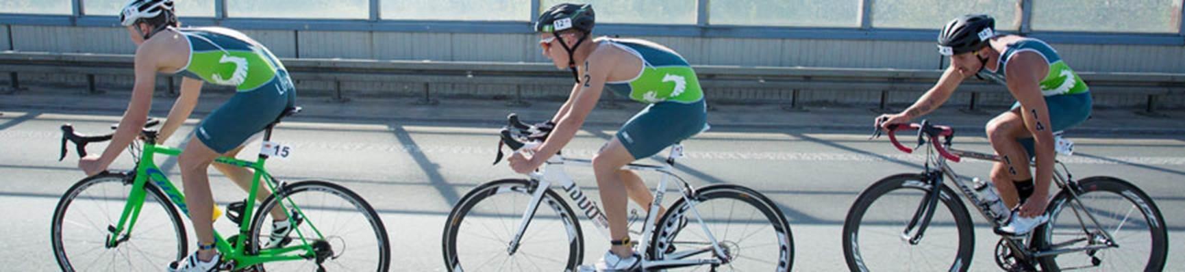 Athleten beim Radfahren